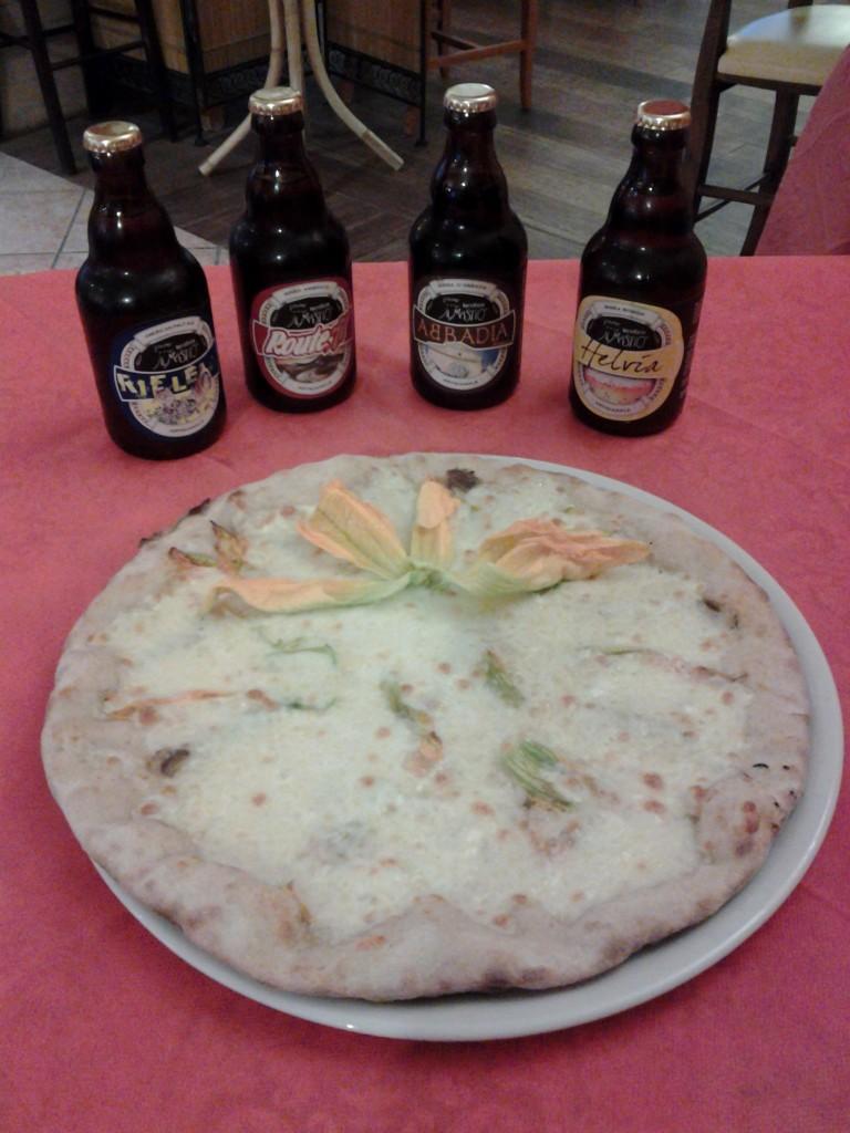 Pizza con fiori di zucca e le nostre birre artigianali